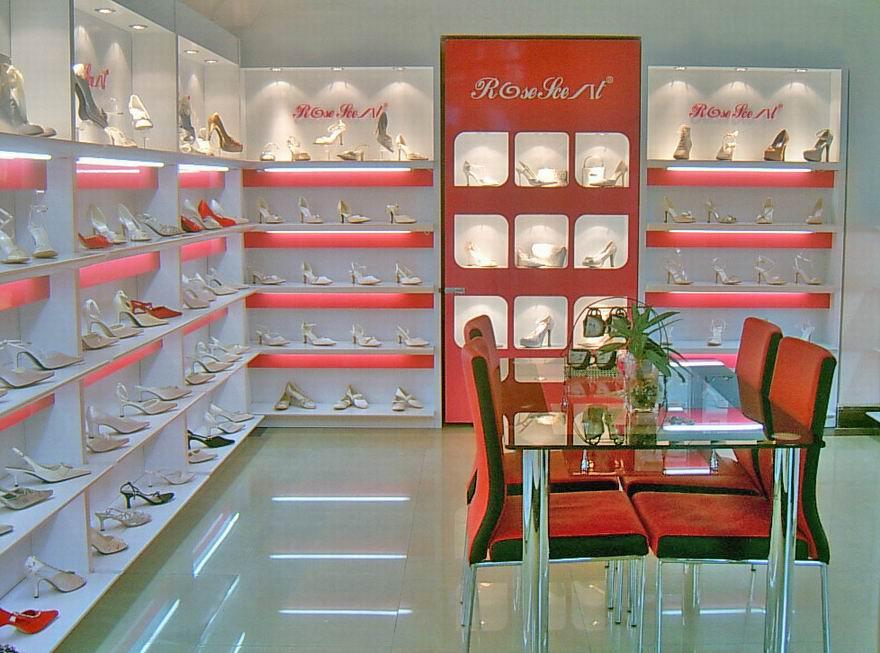 商场旗袍展示柜台